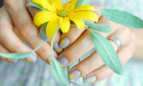 minimalist happy fall nails seasonails