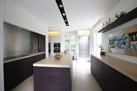 cuisine longueur comment amenager une cuisine en longueur maison design bahbe com