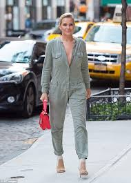 yolanda clothing off housewives yolanda hadid reveals she considered committing suicide real