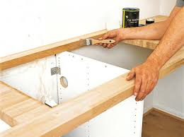 poser un plan de travail de cuisine pose plan de travail cuisine racserver les acquipements fixer plan