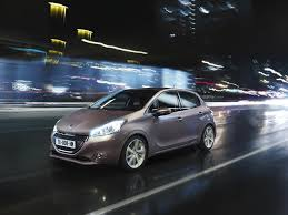 peugeot manufacturer peugeot gives uk fleet debut to new 208 at silverstone show