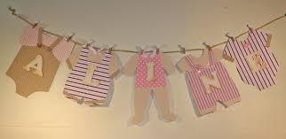 decoration de porte de chambre guirlande linge de bébé avec prénom en 3d pour baby shower