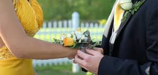 Where Can I Buy A Corsage And Boutonniere For Prom 28 High Prom Planning Ideas To Save Money