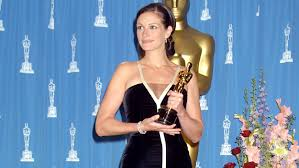 julia roberts is saving her 2001 oscar dress for a very important