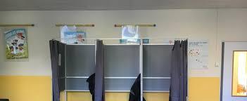 assesseur titulaire bureau de vote ennui urne quasi vide et fausse joie l abstention dans un bureau