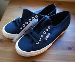 Les 25 meilleures id es de la cat gorie stylish walking shoes