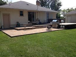 Paver Patio With Retaining Wall by Retaining Walls Great Lawns Blog