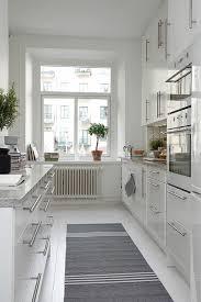 läufer für küche küche skandinavisch einrichten teppihläufer grau weiß muster