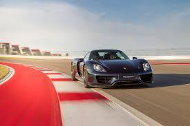 porsche 918 spyder puts on electrifying performance motor trend
