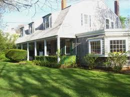 a gambrel style cottage in hyannis port that isn u0027t afraid of color