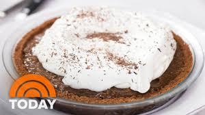 giada de laurentiis chocolate crunch caramel pie for thanksgiving