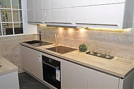 wellmann küche wellmann musterküche moderne grifflose küche mit insel