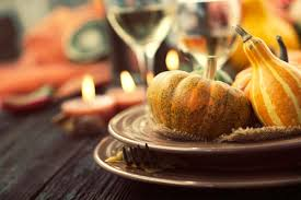 plate of thanksgiving food thanksgiving table setting tips for hosts reader u0027s digest