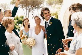 bulles de savon mariage préférez les pétales et les bulles de savon au riz psychologies