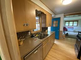 should i paint kitchen cabinets before selling should i paint my kitchen cabinets to help sell my home