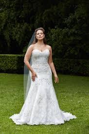brautkleid lila die besten 17 bilder zu wedding shoes auf lila satin