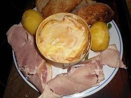 cuisiner un mont d or recette de fondue vacherin mont d or jambon a l os