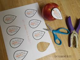 easy halloween teacher gifts apple gummy worm u0026 printable