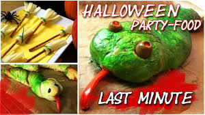 halloween party food last minute pizza schlange kleine besen