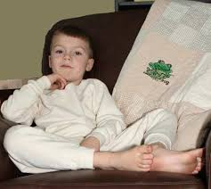 tru boy robbie sets rest easy with sustainable comfort the giggle guide the green scene