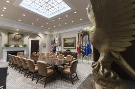Oval Office Renovation Trump Spending 1 75 Million On Presidential Furniture