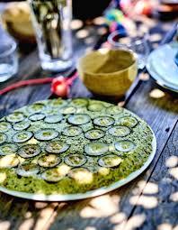 cuisiner de la courgette gâteau de courgettes pour 6 personnes recettes à table