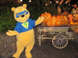 winnie the pooh super sleuth at mickey u0027s halloween party a photo