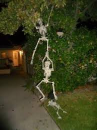 Halloween Decorations Skeletons Climbing House by Seven Unique Ways To Use Skeletons In Your Decor Halloween Alliance