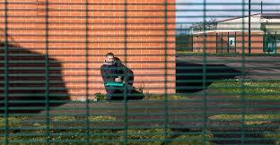 bureau de change vincennes 27 personnes s évadent du centre de rétention administrative de