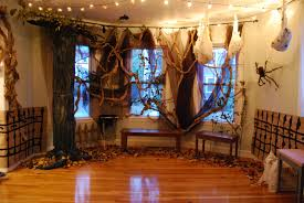 Horror Themed Home Decor by Halloween Tree Decorating Ideas Halloween Trees She Brought In 2