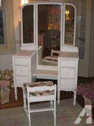 Antique White Bedroom Vanity Furniture Old And Vintage Wooden Makeup Vanity Table With 3 Fold