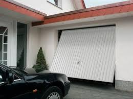 porte box auto comment motoriser une porte de garage basculante leroy merlin