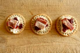 m fr canapes easy canapes brie and bacon with cranberry and chutney