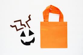 trick or treat bags diy treat bags easy felt project darice