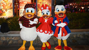 scrooge mcduck donald and daisy meet at mickey u0027s very merry