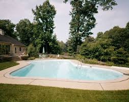 Backyard Pool Sizes by Small Swimming Pools Are Making A Return To Yard Designs Pics On
