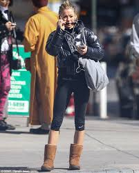 how does kelly ripa style her hair kelly ripa 42 displays her super slim figure as she emerges