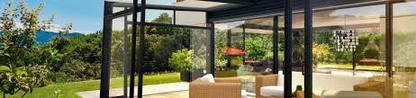 chiudere veranda a vetri tende aiuole con sassi acari della pelle