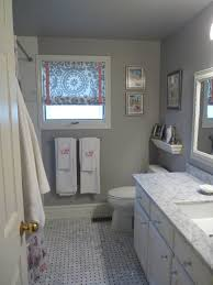 bathroom white and black tiles grey and white patterned floor