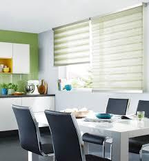 gardine für küche sichtschutz in der küche vorhänge plissees und rollos