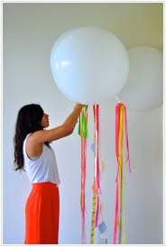 balloon ribbon 15 ways to use balloons in your wedding linentablecloth
