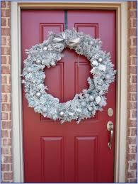 Easy Christmas Decorations For Your Bedroom Bedroom Door Decorations How To Decorate Your Bedroom Door Ideas