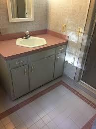 paint color for this retro pink bathroom mauve u0026 grey tile
