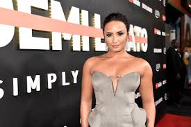 demi lovato leaked photos 2014 demi lovato goes topless after baring all in new documentary