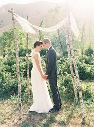 simple wedding ideas outdoor wedding ceremony backdrop ideas chic