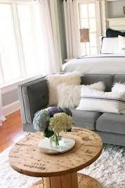 18 trendy ways to arrange coffee table decor