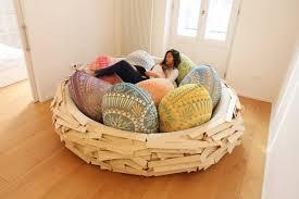 canape de couleur un canapé en forme de nid d oiseau