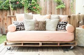 canapé en palette de bois meubles en palettes de bois comment faire un bon canapé