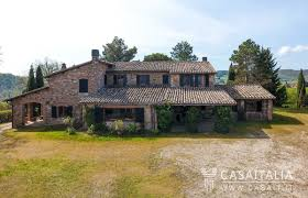 traditional farmhouse for sale between todi and montecastello di vibio