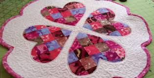 quilt pattern round and round valentine table topper merry go round of hearts romance is in the